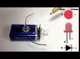 Jak zrobić małą i mocną latarkę z jednej baterii