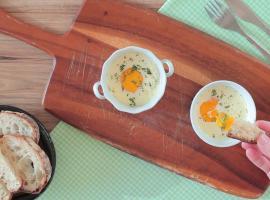 Jak zrobić jajka zapiekane z wędzonym łososiem