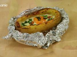 Jak zrobić zapiekane ziemniaki faszerowane jajkiem sadzonym