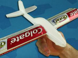 Jak zbudować prosty samolot zabawkę