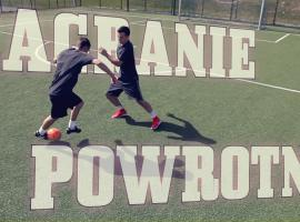 Jak wykonać zagranie powrotne w piłce nożnej