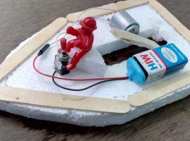 Jak zrobić prosta zabawkę - elektryczna łódka