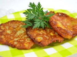 Jak zrobić dobry i prosty obiad - placki ziemniaczane z kukurydzą