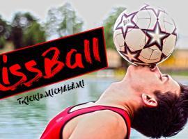 Jak wykonać trzymanie piłki na ustach (Kissball)