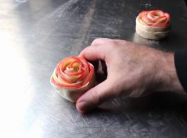 Jak zrobić coś słodkiego - różyczki z jabłek w cieście