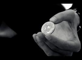 Jak znikać monetę - sztuczka z wyjaśnieniem