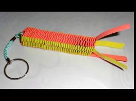 Jak zrobić papierowy brelok do klucza na bazie kwadratu