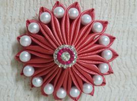 Jak zrobić kwiatową dekorację ze wstążki