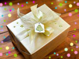 Jak zapakować prezent - proste pakowanie z dekoracją
