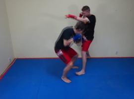 Jak skrócić dystans w boksie - niski vs wysoki zawodnik