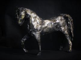 Jak zrobić srebrnego konia z papier mache