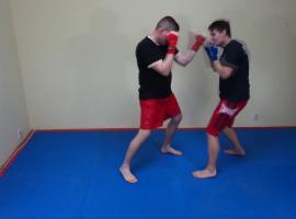 Jak trenować boks - unik w bok plus kontra