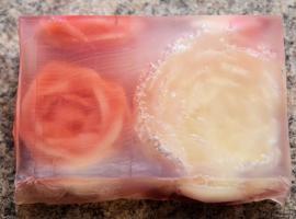 Jak zrobić piękne różyczki rzeźbione w transparentnym mydełku