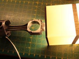 Jak zrobić lampkę nocną z tłoka z korbowodem