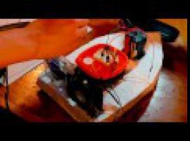 Jak zrobić zabawkę na lato - zdalnie sterowana motorówka