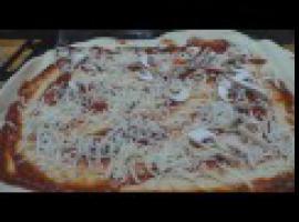 Jak zrobić prawdziwie domową mega pizzę z parówą
