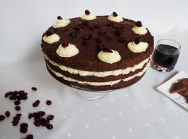 Jak zrobić tort czekoladowy z budyniowym nadzieniem