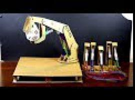 Jak zbudować hydrauliczne ramię z kartonu i strzykawek