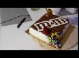 Tort M&M's, który was zachwyci - przepis krok po kroku