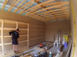 Jak zbudować praktyczne półki w garażu