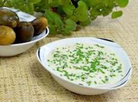 Jak wykorzystać kiszone ogórki - przepis na sos