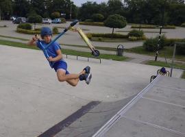 Jak robić triki na hulajnodze - bri flip