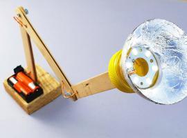 Jak wykonać ruchomą lampkę na biurko