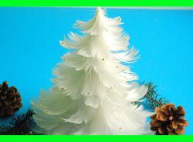 Jak wykonać choinkę z piór - dekoracje świąteczne