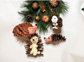 Jak wykonać świąteczne dekoracje - jeże z szyszek