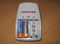 Jak naładować komórkę za pomocą baterii AA