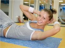Jak ćwiczyć by mieć płaski brzuch