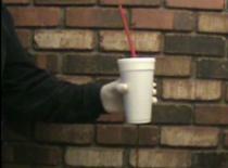 Jak zrobić żart z napojem w kubku